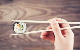 Как правильно держать китайские палочки?