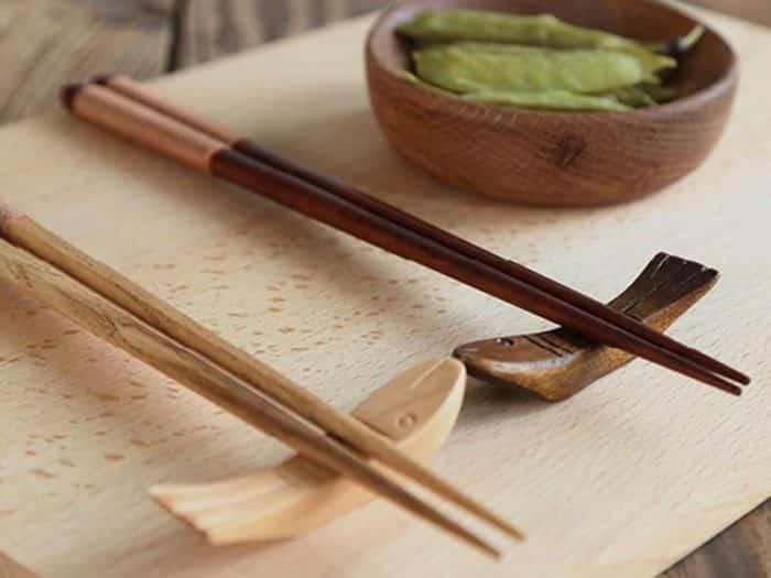 Чем едят китайцы: палочки или приборы
