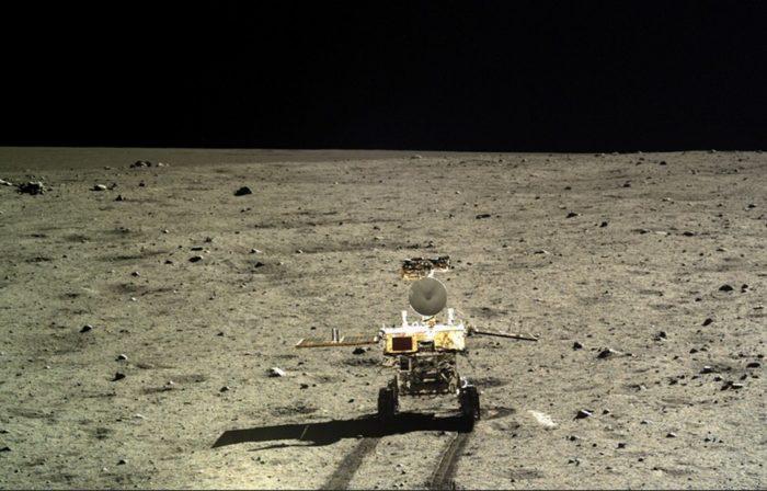 Фото луны с китайского лунохода