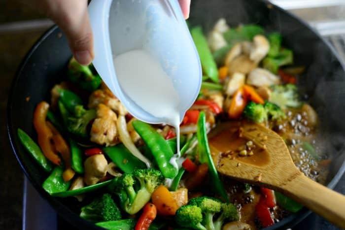 Стир-фрай с рисовой лапшой
