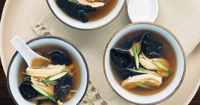 Яичный суп с черным древесным грибом