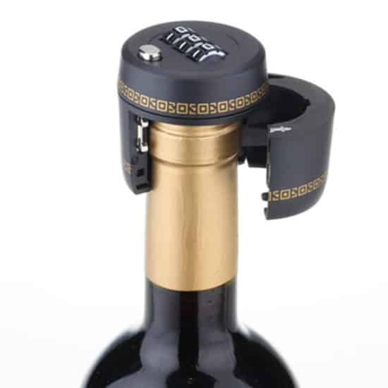 крышка для бутылки с кодом, как на чемодане.
