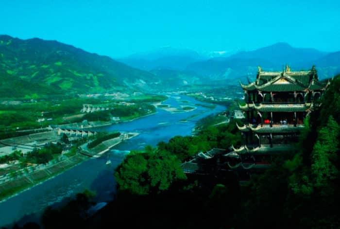 Вершина Цинчэншань — центр современного даосизма.