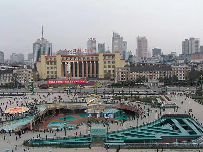 Тяньфу — крупнейшая в Китае городская площадь.