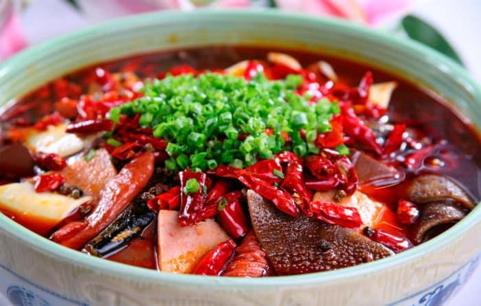 Чэнду достопримечательности, «пылающие» блюда — визитная карточка сычуаньской кухни.
