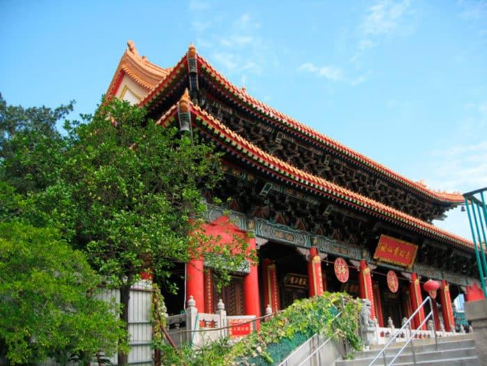 Самый посещаемый храмовый комплекс Гонконга.