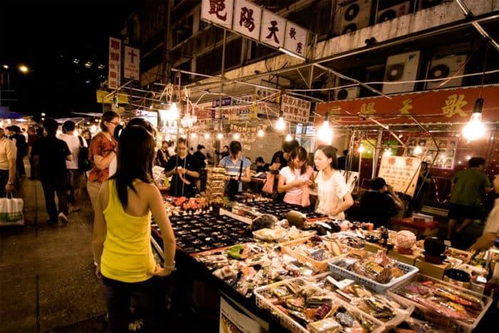 Куда просто нельзя не сходить: ночной рынок это целая Вселенная.