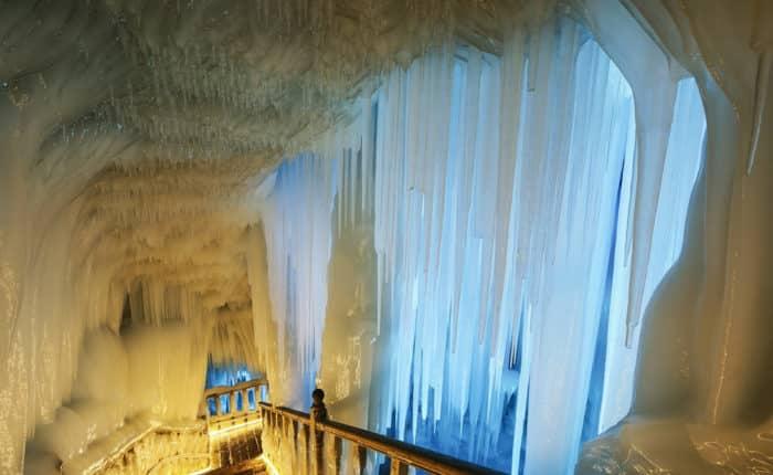 Пещера, в которой никогда не тает лед.
