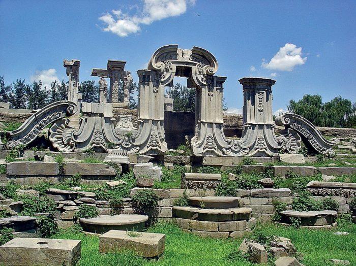 Руины императорского дворца Мин (Мингугун)