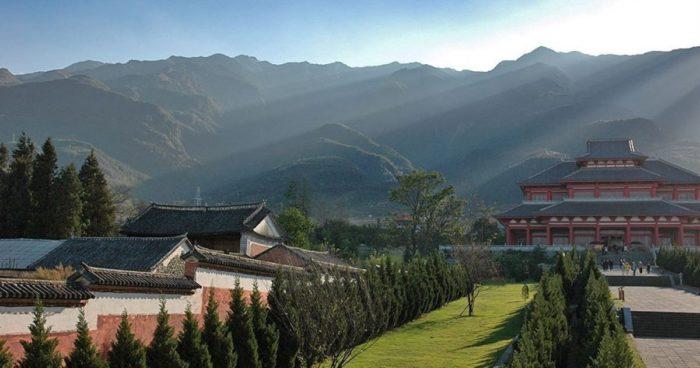 Суньшань известна на весь мир из-за знаменитой обители Шаолинь