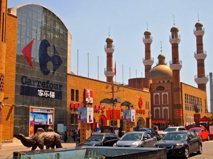 Факт.Экскурсионные маршруты в мегаполисе наиболее востребованы. Это объясняется наличием в городе огромного количества достопримечательностей. Туристов привлекает их этническое разнообразие.