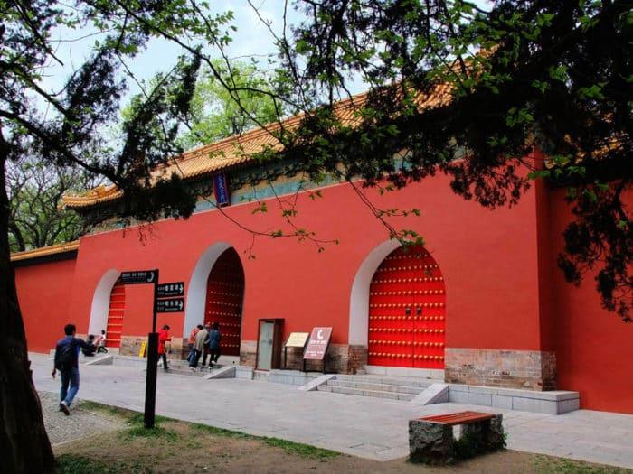 Усыпальница первого императора Мин (Минсяолин)