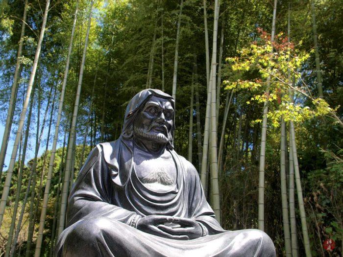 буддистский монах Дамо