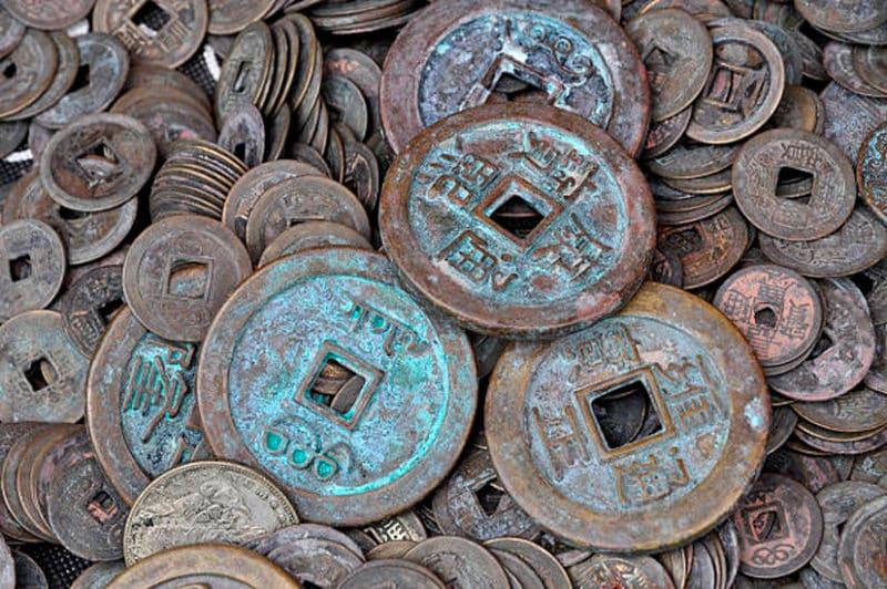 «Дырчатый» дизайн монет просуществовал до двадцатого века.