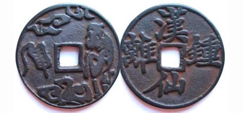 Большой оберег-монетка с великим даосом и драконом.