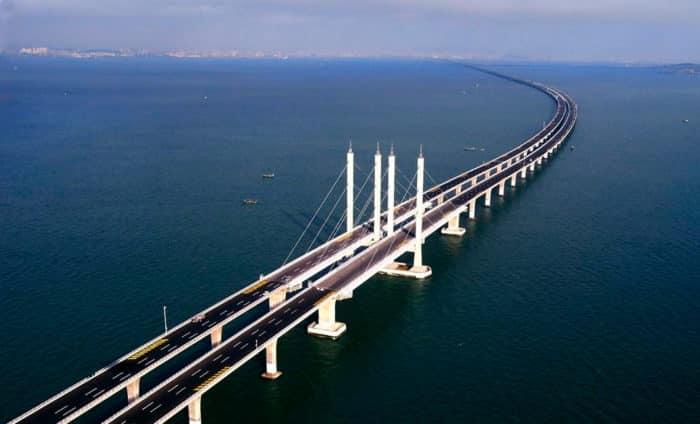 На фото самый длинный в мире мост в заливе Цзяочжоу (Китай).