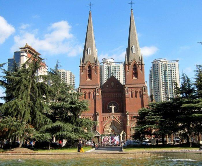 католический Собор Святого Игнатия.