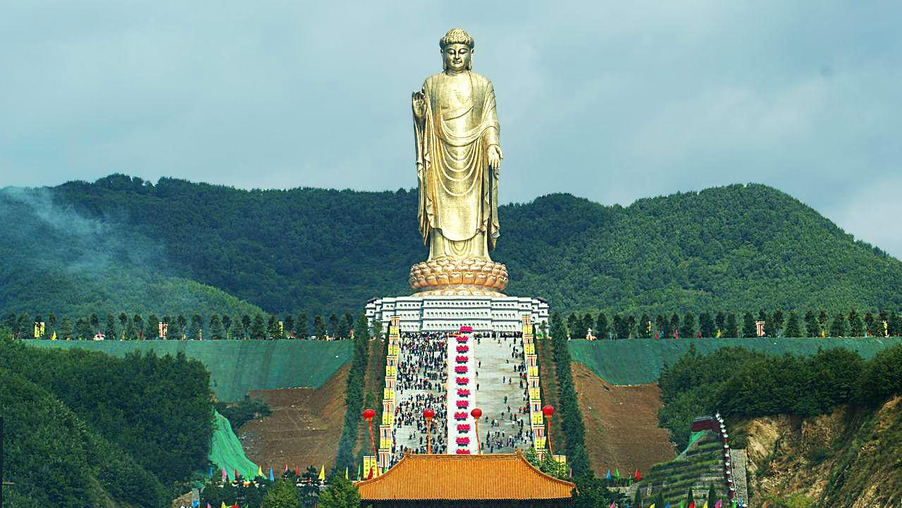 Будда весеннего храма в Китае