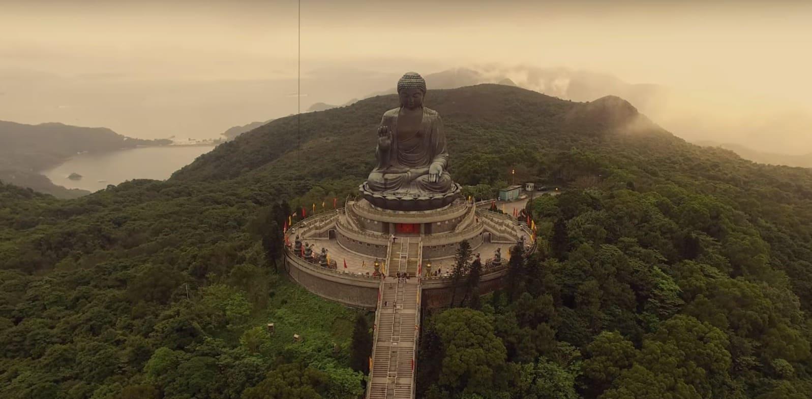 Статуя Будды в Гонконге